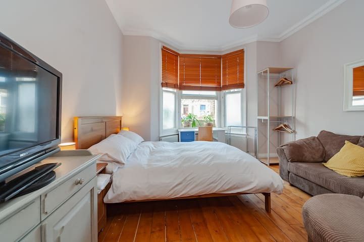 Large Private Double Room Maida Hill Free Wi-Fi & TV