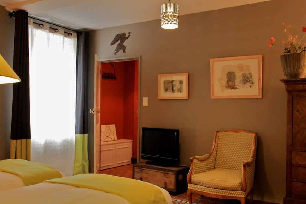 au c ur de la bourgogne du sud chambres d 39 h tes louer laives bourgogne france. Black Bedroom Furniture Sets. Home Design Ideas