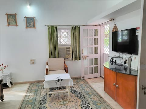 Luxurious Room with Garden in Perfect Bungalow