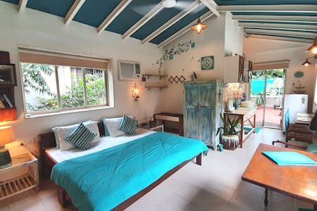 Private studio cottage, open sky terrace ~airports