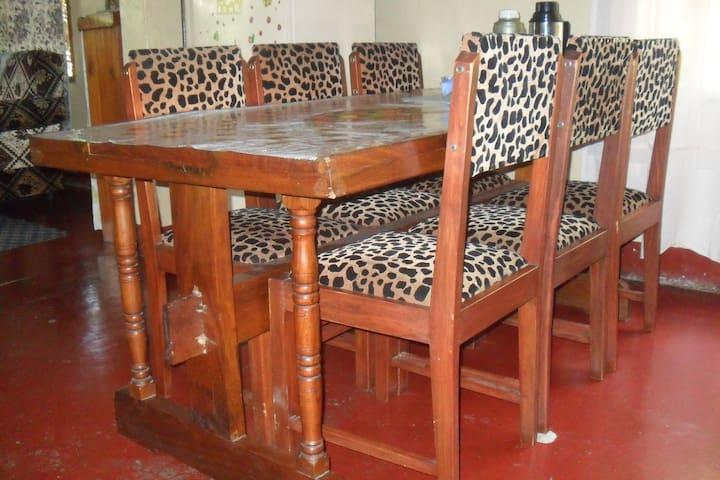 Meru House Cheap & Comfy - TZ - Casa