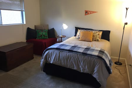 1 mile from Downtown Knox and UTK Neyland Stadium! - Knoxville