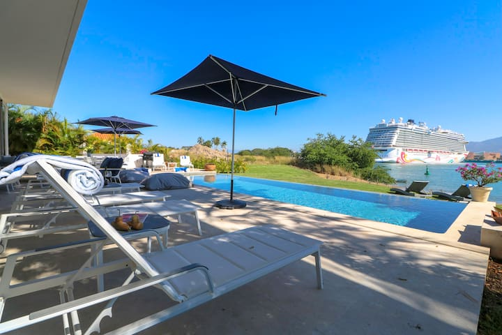 Oceanfront 7BR Villa Private Pool & Chef Included
