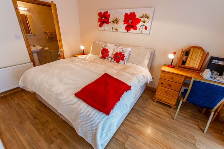 Seawinds B&B Killybegs Queen size bed ensuite