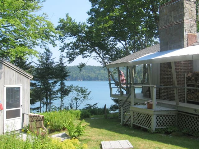 MAINE SUMMER COTTAGE BY THE SEA - Swans Island - Huis