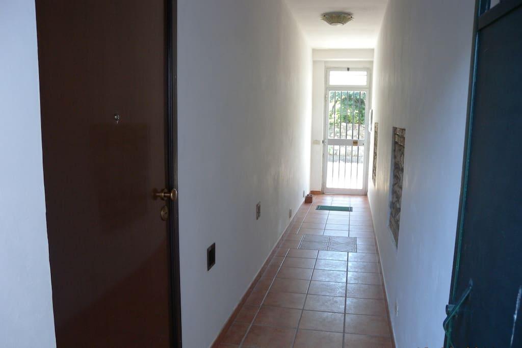 Corridoio ingresso appartamento in comune con 1° piano