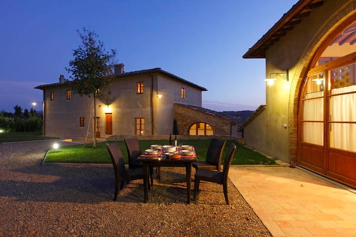 CHIANTI VILLA: AIR-CO, SWPOOL,CATERING,WIFI & MORE