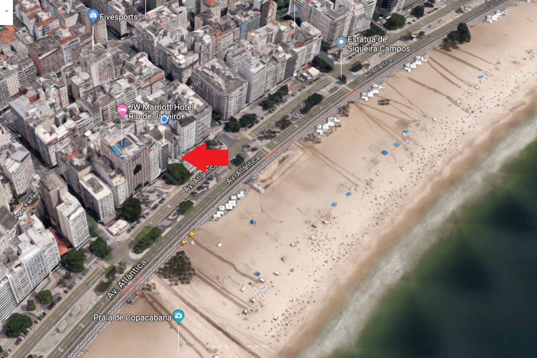 Excelente localização, em frente a praia.