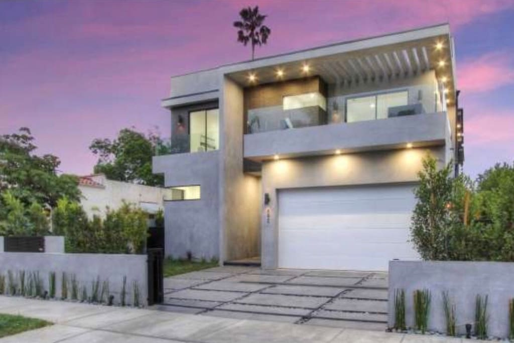 Luxury west hollywood mansion w pool luxury car for Luxury houses for rent in los angeles