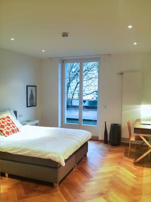 Friendly guest room with a very comfortable bed and direct access to a large terrace