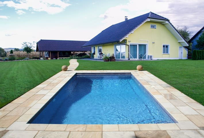 Holiday luxury Residence Ana, swimming pool, sauna - Boginja Vas - Talo