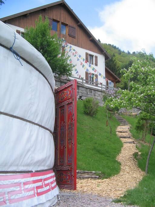 Votre Yourte, versant sud, un parfum de steppe au coeur des Vosges.