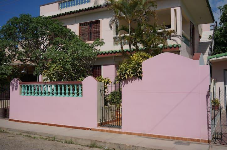 Eddy House,Santa Marta,Varadero.Bed and Breakfast
