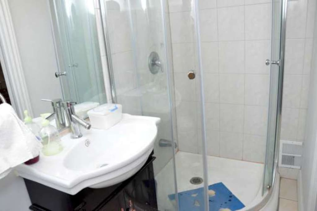 Private  3 pieces bathroom