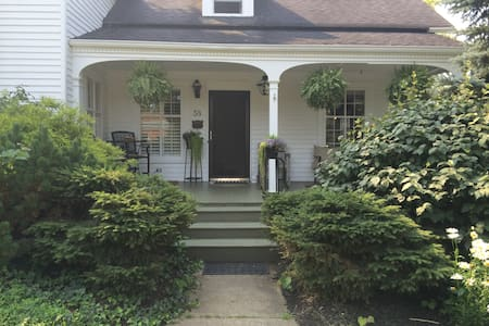 In the heart of Downtown Chagrin Falls Home - Chagrin Falls - Huis