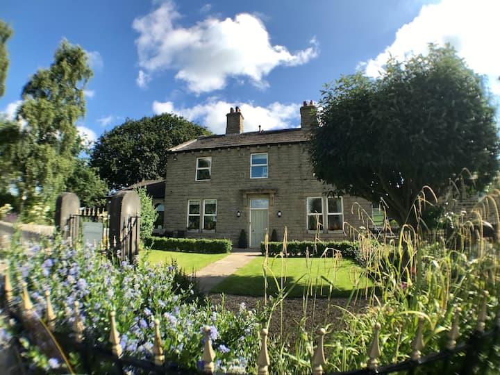Bracken Hall House - Sleeps 12, Baildon, Saltaire