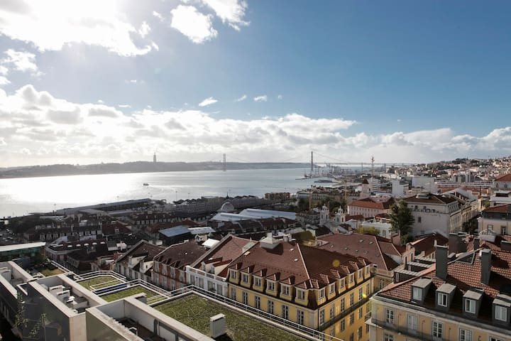 VIEW!! Lisbon at your feet