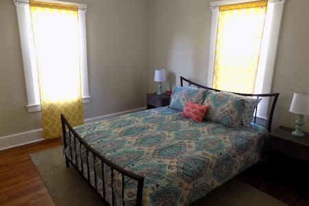 REVITALIZE Residence - Youngstown - Leilighet