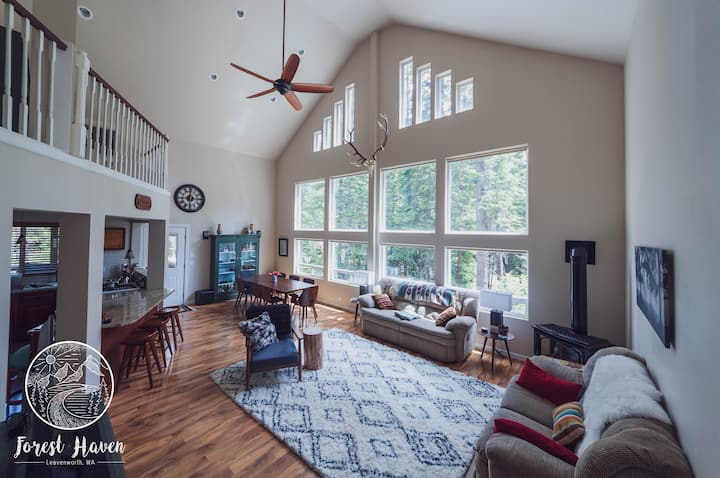 Accessible chalet in private, forested-setting