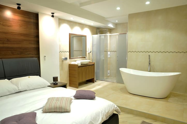 Stan u centru grada, luksuzan i nov - Novi Pazar - Apartament