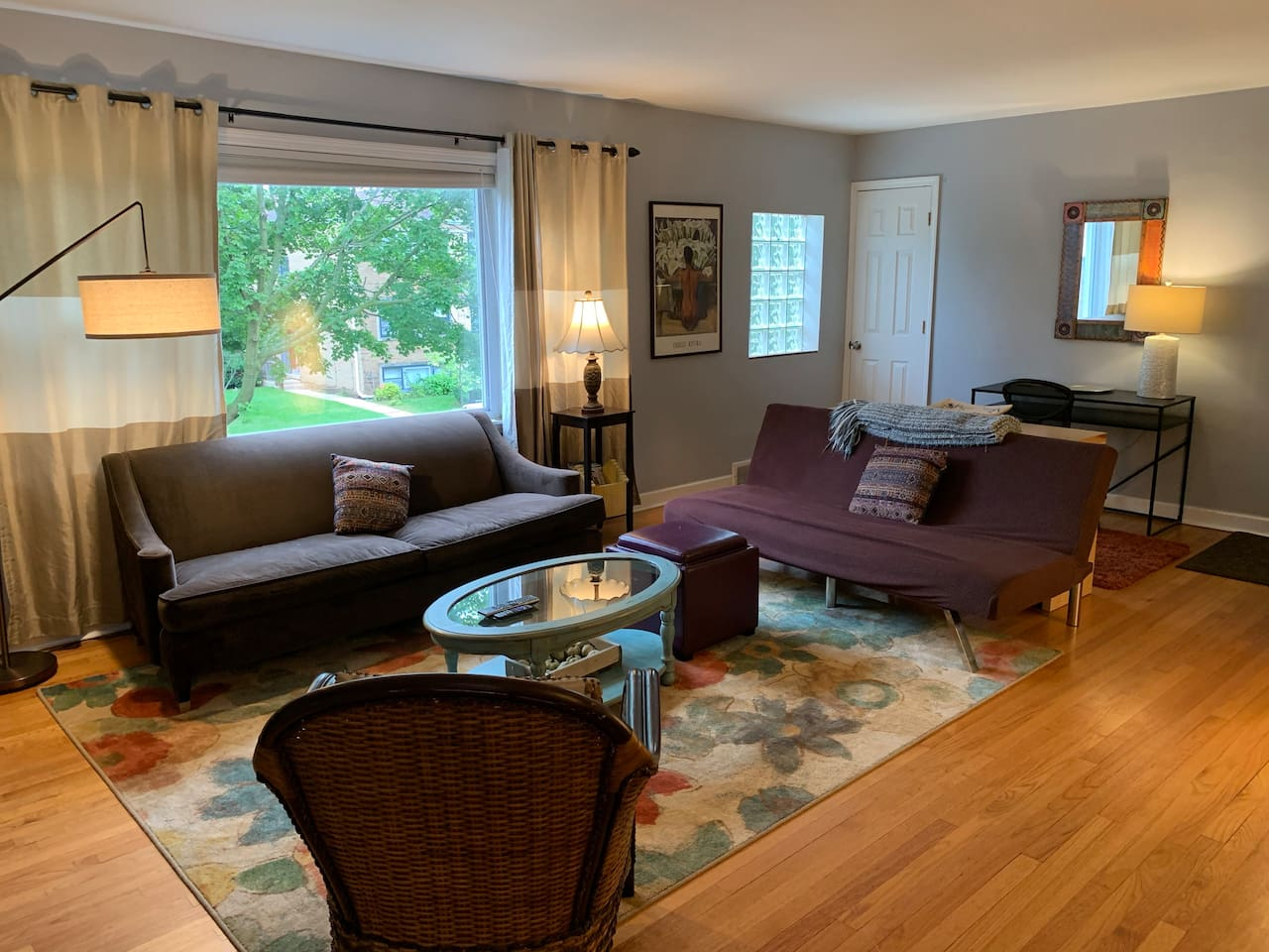 Large, sunny apartment in central Evanston with easy access to Chicago.