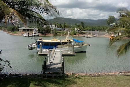 1, Hinchinbrook Heaven, Spa suite on the water