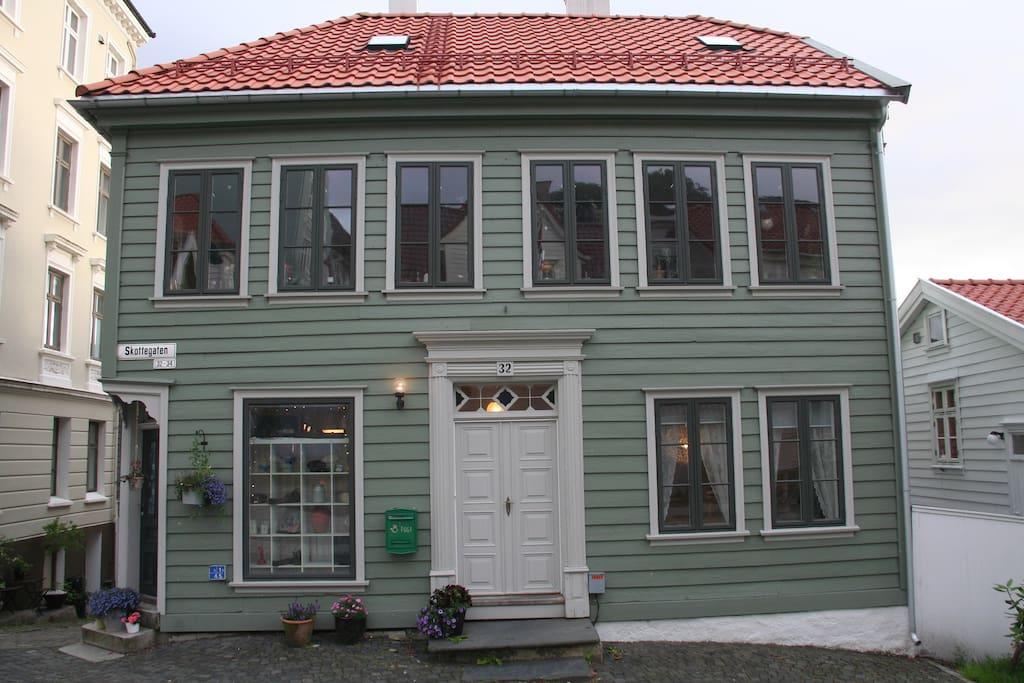 Bergens-hus i koselig og rolig strøk.
