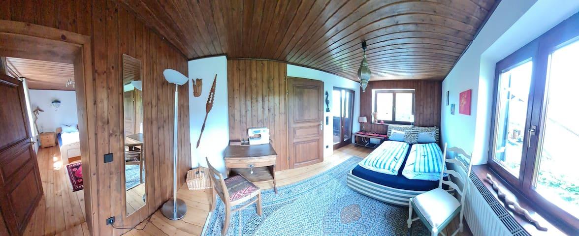 Vorderes Gästezimmer mit 140x200 cm Bett