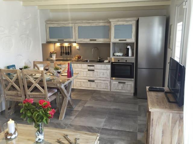 Lavish Suites Mykonos