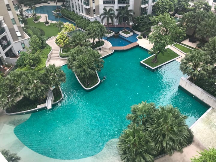 Modern Resort-like Condo in Central Bangkok中文服务