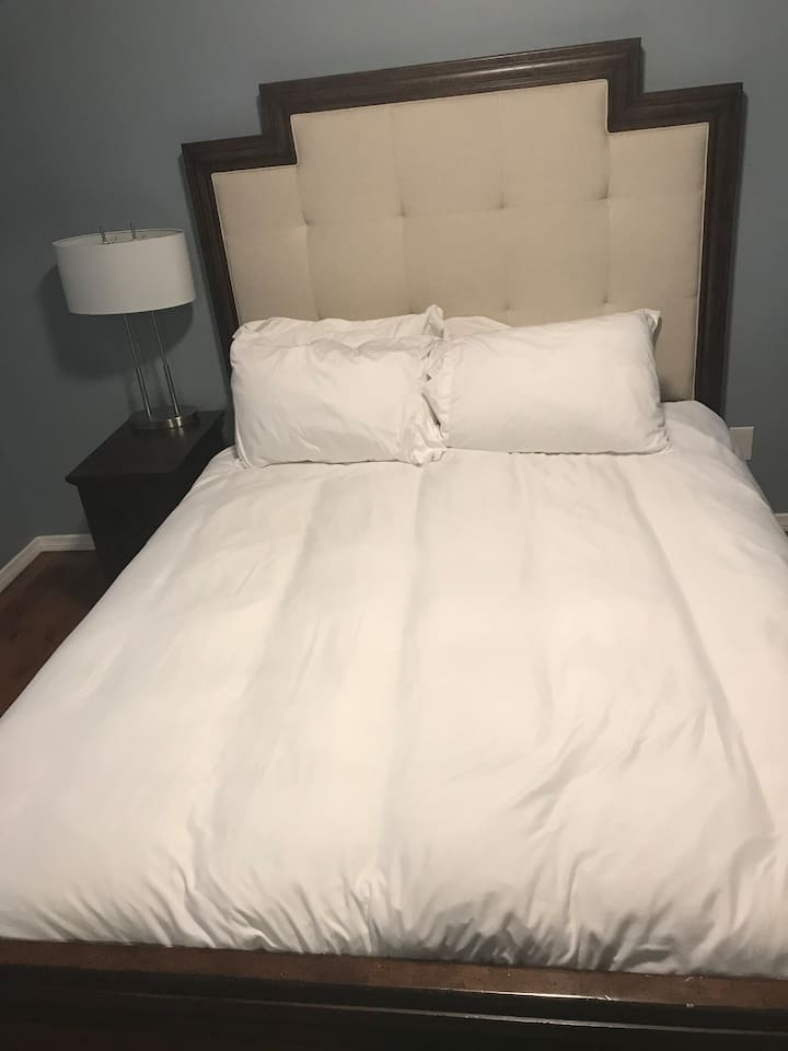 Bedroom - Luxurious memory foam queen bed. and plush pillows.