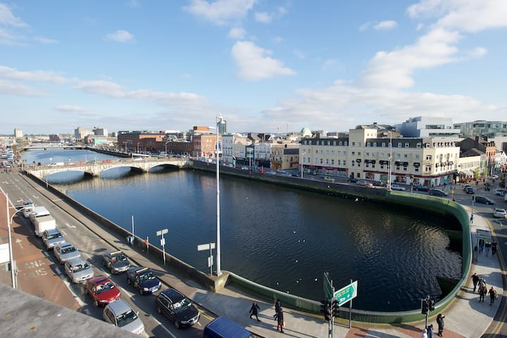 Stunning 2 Bedroom heart of City Centre Apartment - Cork - Huoneisto
