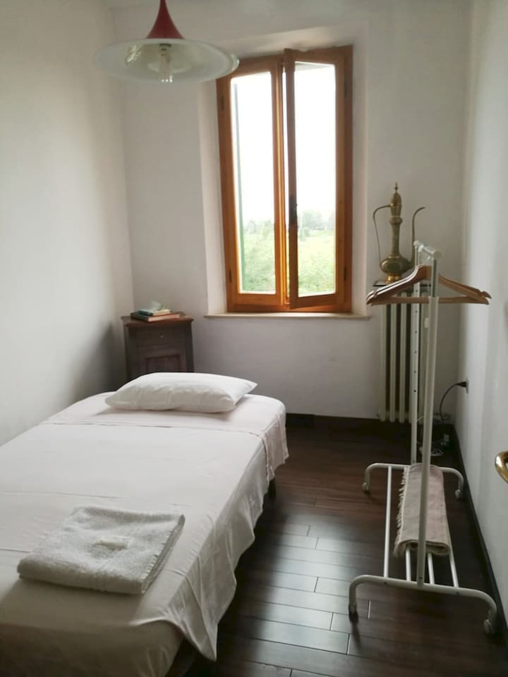 La stanza per te in casa nostra - The room for you by our home
