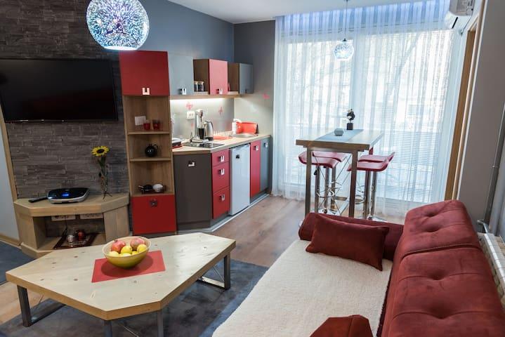 Modern & Cozy, FAV Apartment #1