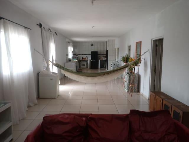 Casa ampla e com piscina em Peruibe