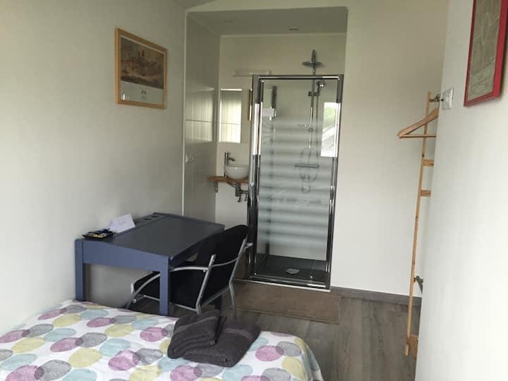 Chambre avec sa salle d'eau privée