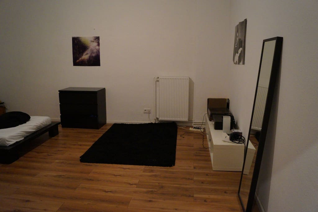 This is my own room. Here you can see the stereo system. You are very welcome to try it out.