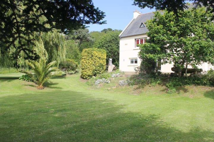 Chambres d'hotes, villa vue mer - Trévou-Tréguignec - Bed & Breakfast