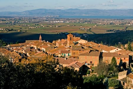Lake Trasimeno, peace and relax in the old village - Paciano - Lakás