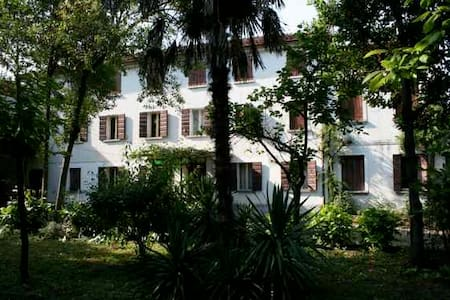 Big old House with huge Garden, BBQ - Santo Stino di Livenza