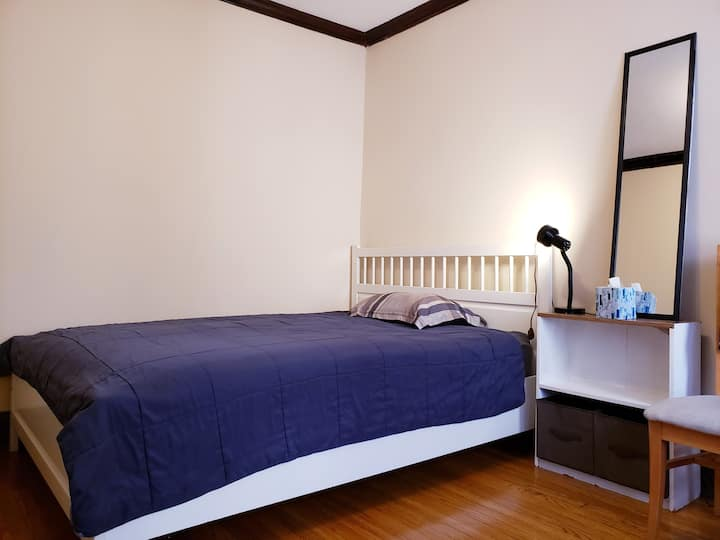 Comfy, private room in South West of Irving park
