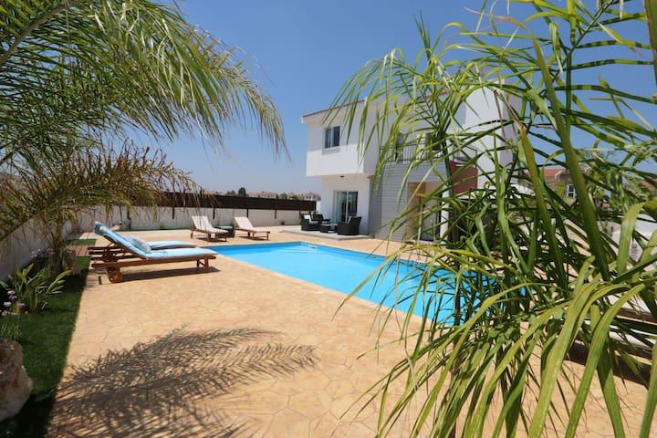 3 Bedroom Detached Villa with Amazing Sea Views !!