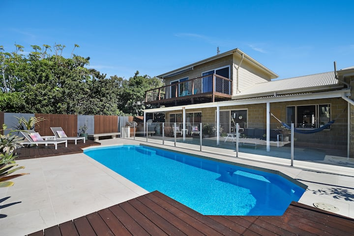 Fantastic House with Views, Pool & 2 Mins to Beach