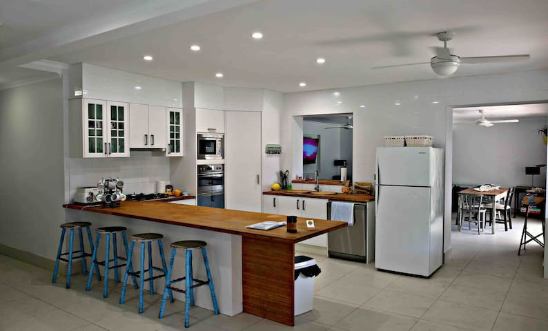 Kitchen Oven, gas hotplates, microwave and dishwasher. Full size fridge (second drinks fridge available in garage) All glassware, crockery, cutlery and utensils provided. Casual bench seating for 4 adults.