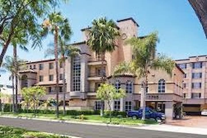 One Bedroom Hotel Suite With Kitchenette 2 Resorts For Rent In Anaheim California United