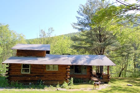 Cozy Log Cabin, Fireplace, Mt Views - Phoenicia