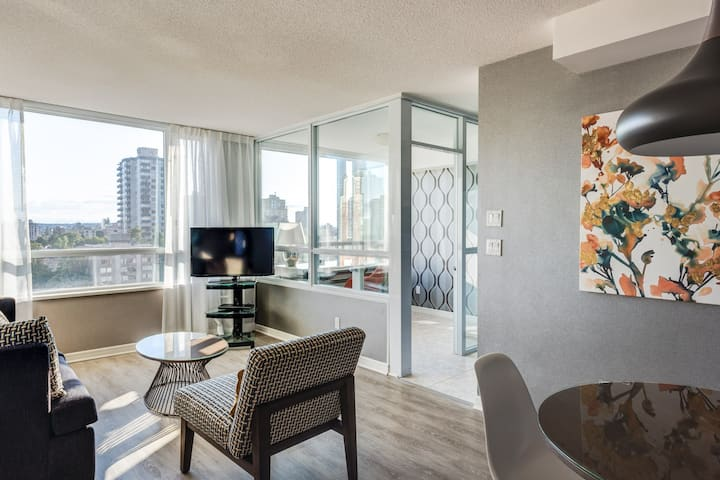 CARMANA PLAZA: One-Bedroom Suite with Full Kitchen