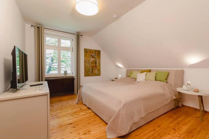Schlafzimmer 2, DG