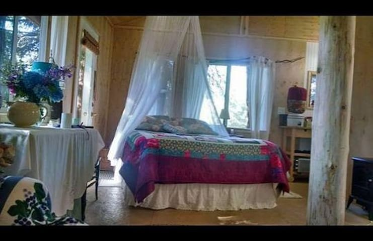 Romantic Tree House w/ Full Bath and breakfast! - Port Angeles - Baumhaus