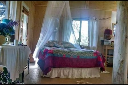 Romantic Tree House w/ Full Bath and breakfast! - Port Angeles - Trädhus